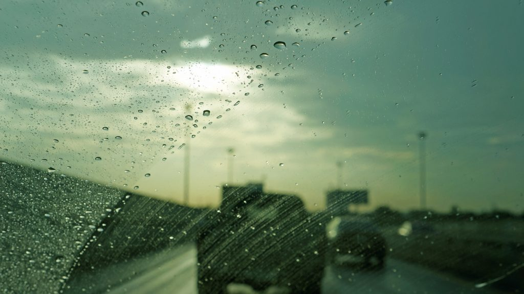 Driving tips for bad weather conditions, driving in rain, kay fm motoring,