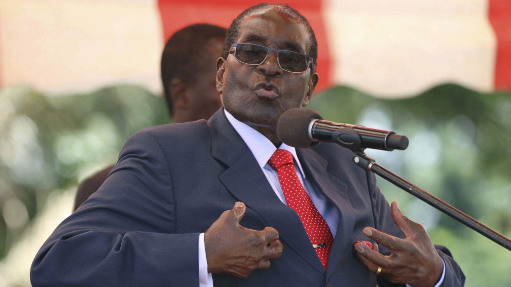 2017 in politics, robert mugabe steps down