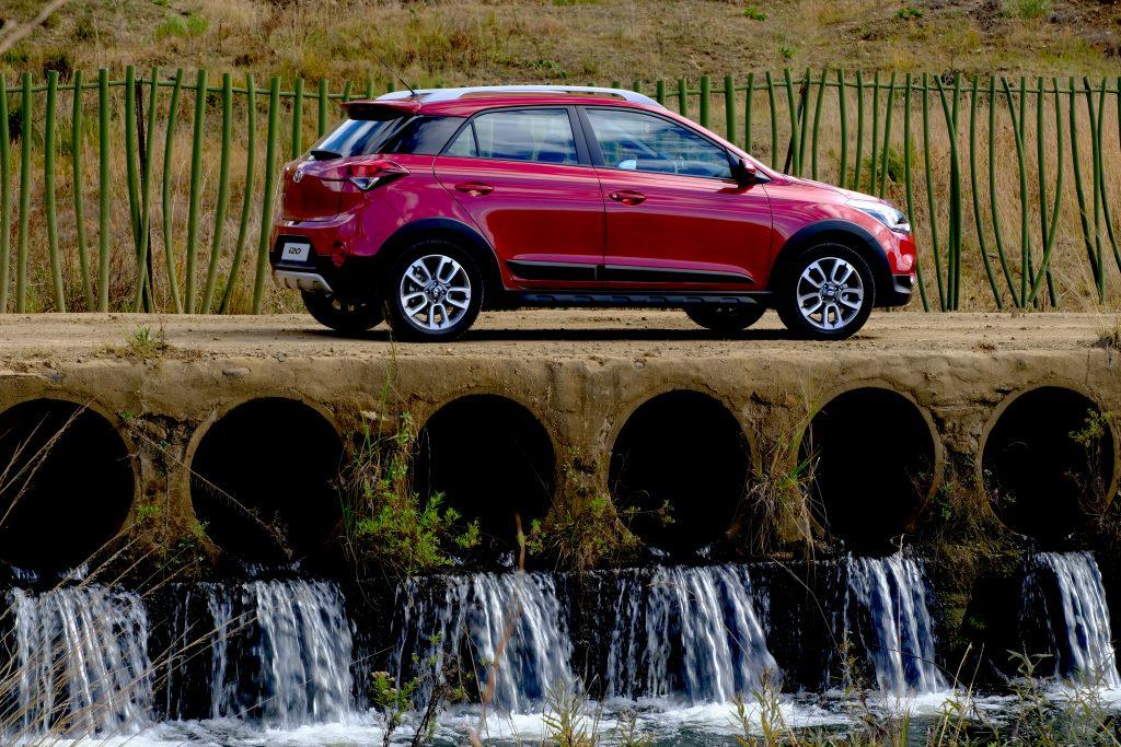 crossover, Kaya FM Motoring, Mxolisi Mhlongo, Hyundai i20 facelift,