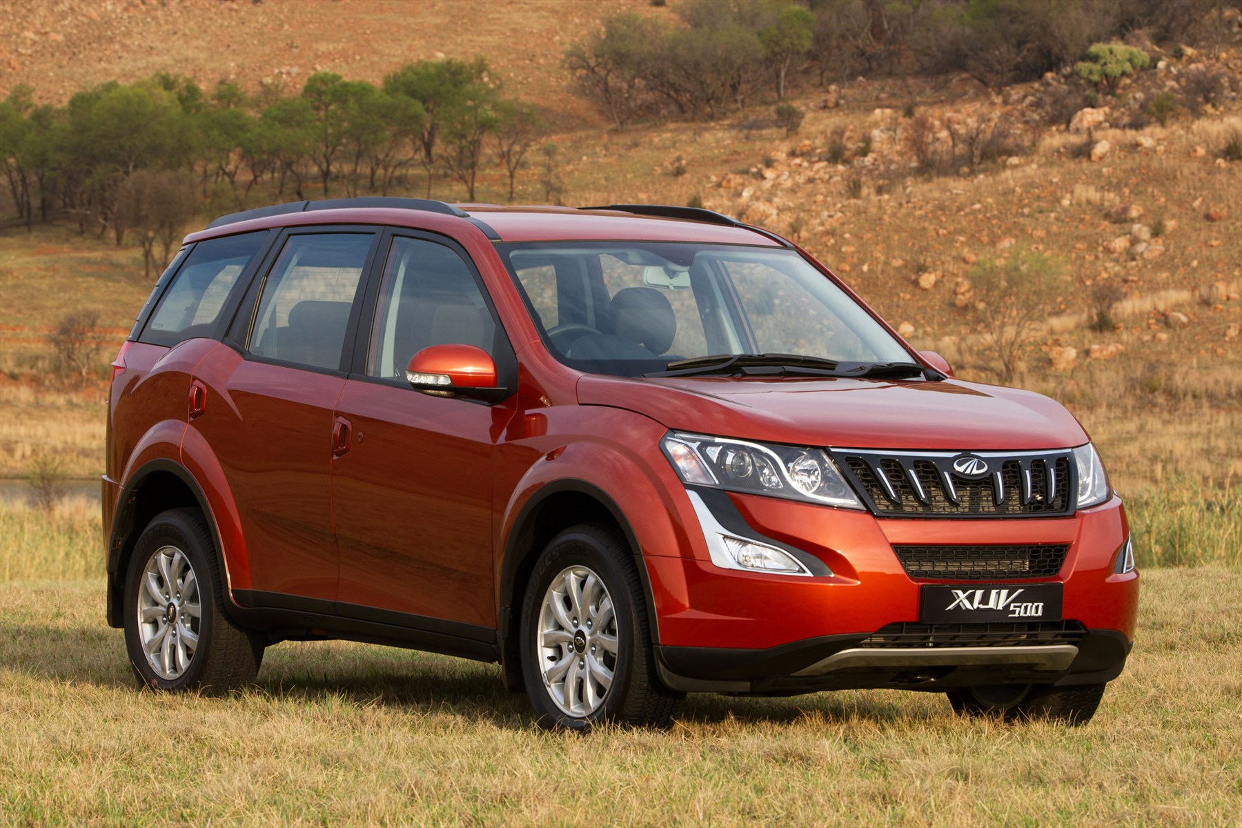 Mahindra XUV500 W8 on review