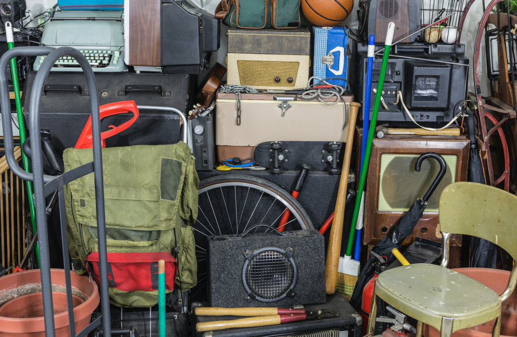 Hoarding: Are you a clutter freak, how to clean up your closet