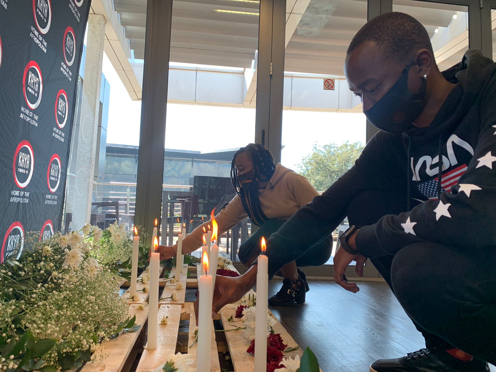 Kaya FM observes a moment of silence for the lives lost due to COVID-19